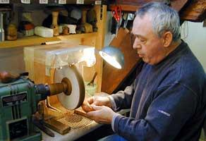 Apprenez à réaliser une pipe avec un maître-pipier